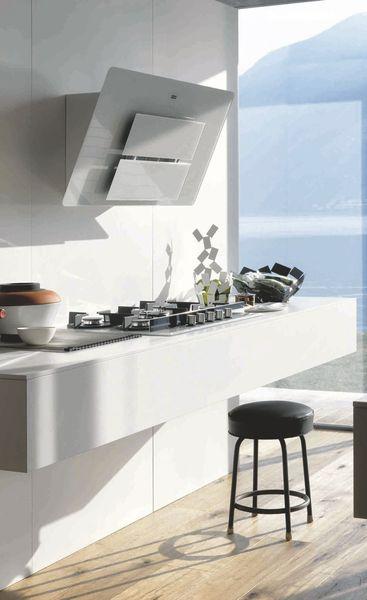 la hotte l 39 l ment laid et bruyant de la cuisine. Black Bedroom Furniture Sets. Home Design Ideas